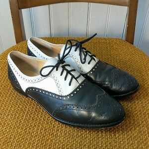 Kate Spade black white wingtail lace up oxfords 8